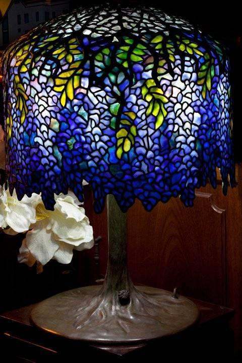 Mẫu đèn Tiffany Wisteria nổi tiếng