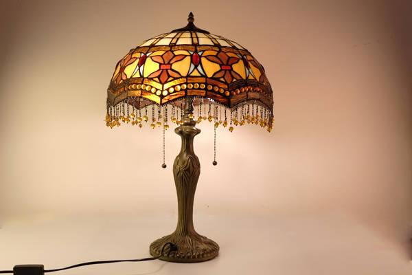 Đèn kính màu Tiffany, thương hiệu của nghệ thuật tranh kính