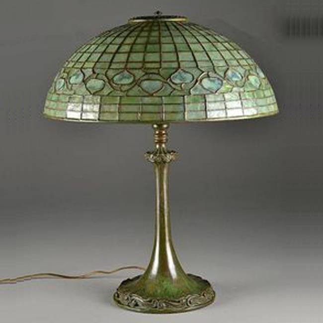 Đèn bàn Tiffany Acorn – T01