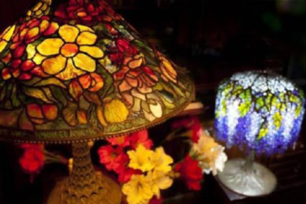 Cơ sở chuyên bán và sản xuất đèn tranh kính Tiffany giá rẻ, chất lượng