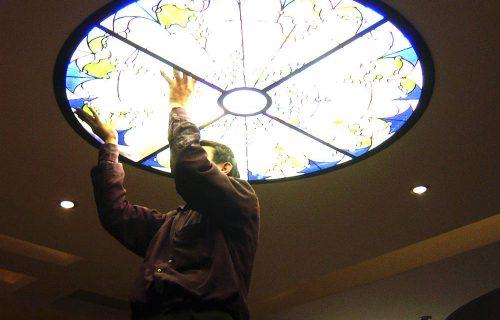 Lắp đặt trần kính nghệ thuật cho không gian nội thất