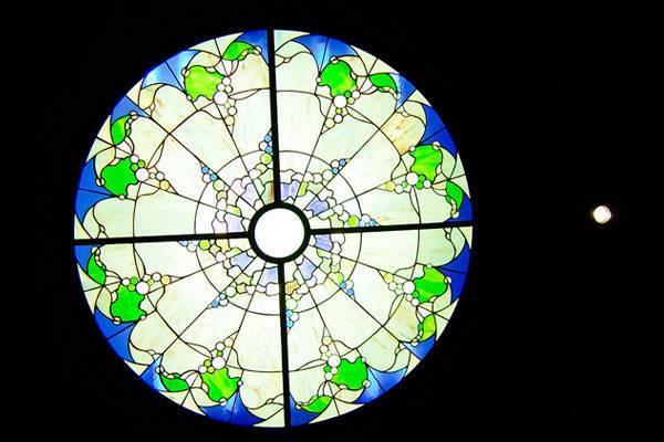 Trần kính trang trí nghệ thuật sống động