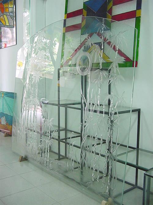 Kính khắc vách lan can ngõ Thanh Miễn, phố Nguyễn Thái Học