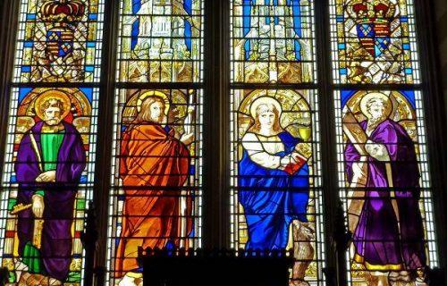Mẫu tranh kính đặc trưng cho trang trí nhà thờ
