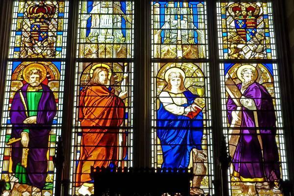 Tranh kính nhà thờ và ý nghĩa tâm linh