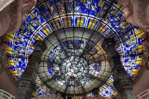 Sử dụng trần kính trang trí nghệ thuật trong nội thất hiện đại
