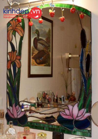 Mẫu gương tranh kính nghệ thuật cho phòng ngủ ấn tượng