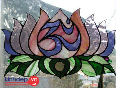 Nghệ thuật tranh kính màu ghép trong trang trí làm tranh hoa sen