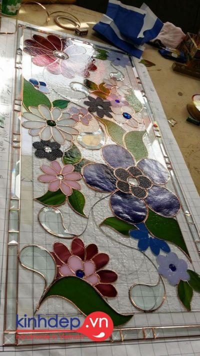 Thiết kế sản xuất tranh kính màu cho trang trí không gian nội thất