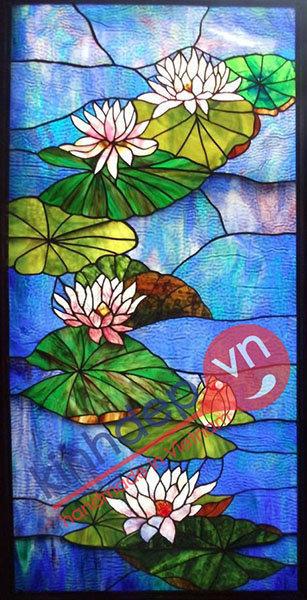 Tranh kính hoa sen mang may mắn và bình an cho gia đình