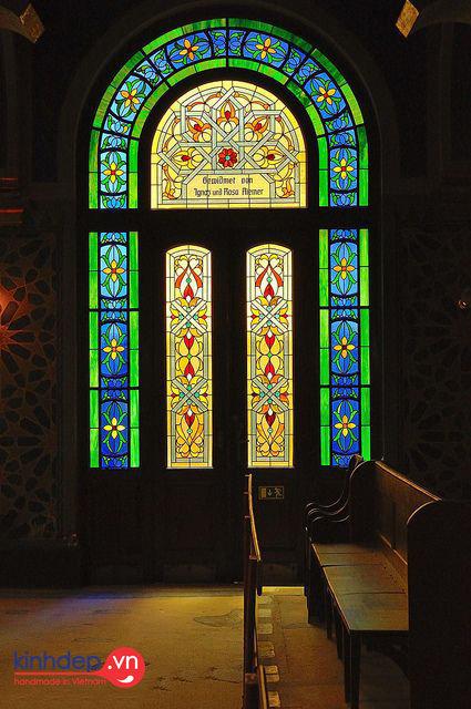 Mẫu thiết kế tranh kính nhà thờ ấn tượng