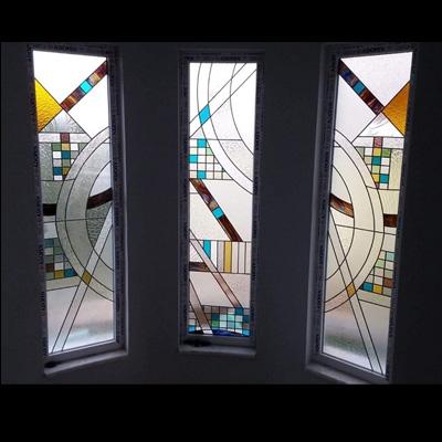 Cửa kính màu họa tiết ấn tượng NT11