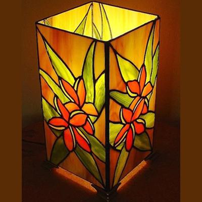 Mẫu đèn bàn Tiffany hình lập phương ấn tượng T42 KD
