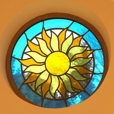 Thiết kế cửa sổ kính hoa mặt trời sinh động V86