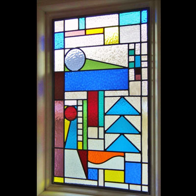 Thiết kế cửa kính màu nổi bật V99