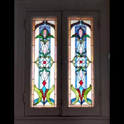 Cửa kính màu phong cách hoa văn cổ V95