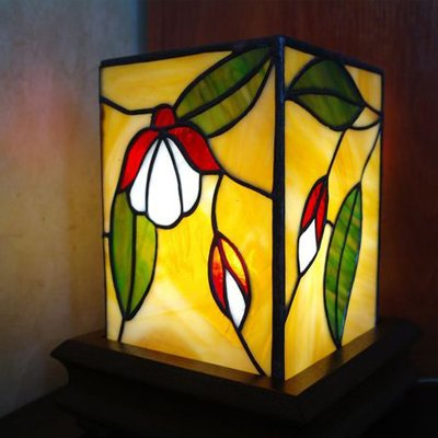Mẫu đèn bàn Tiffany lập phương ấn tượng T43 KD